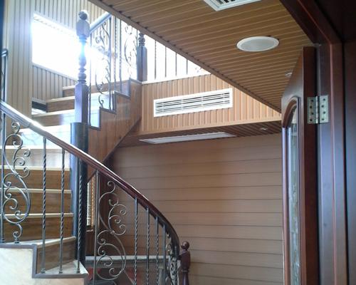 fachadas e brises de madeira ecológica