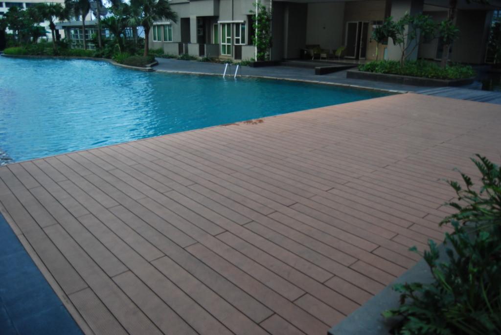 deck para piscina de madeira ecológica