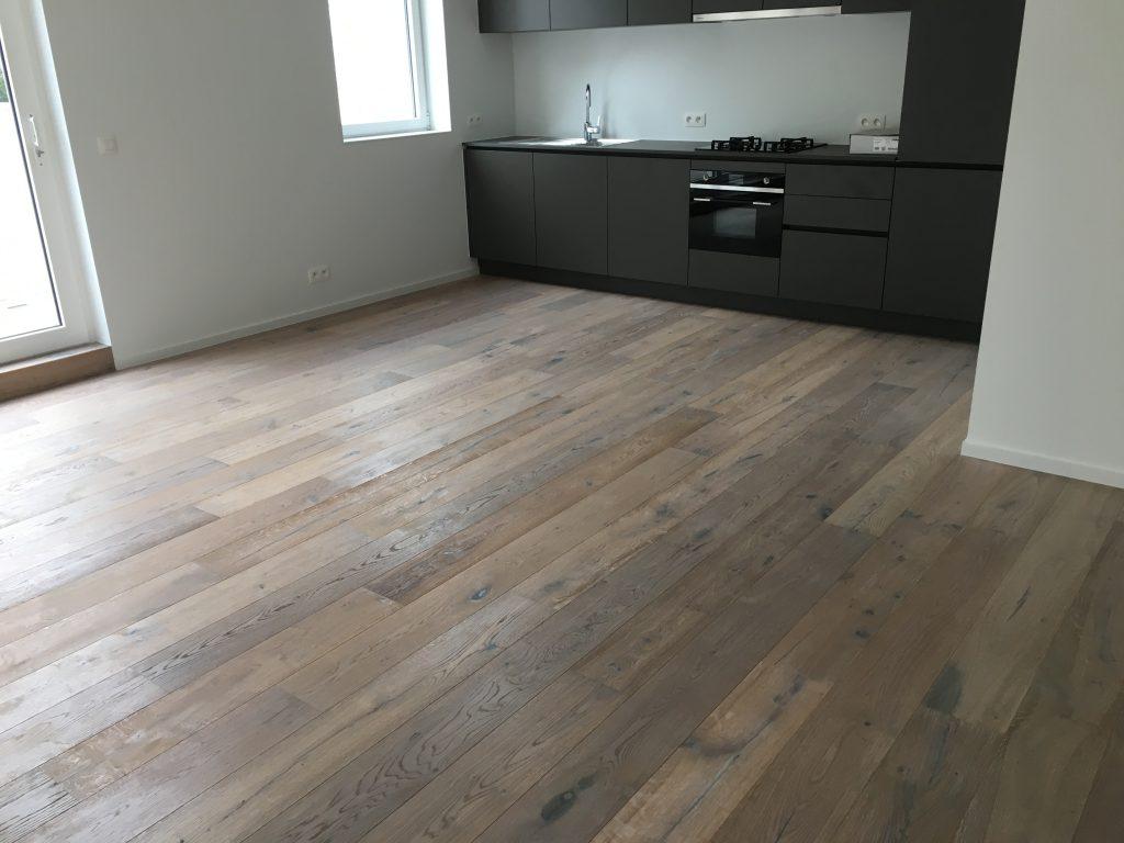 assoalho de madeira carbonizada