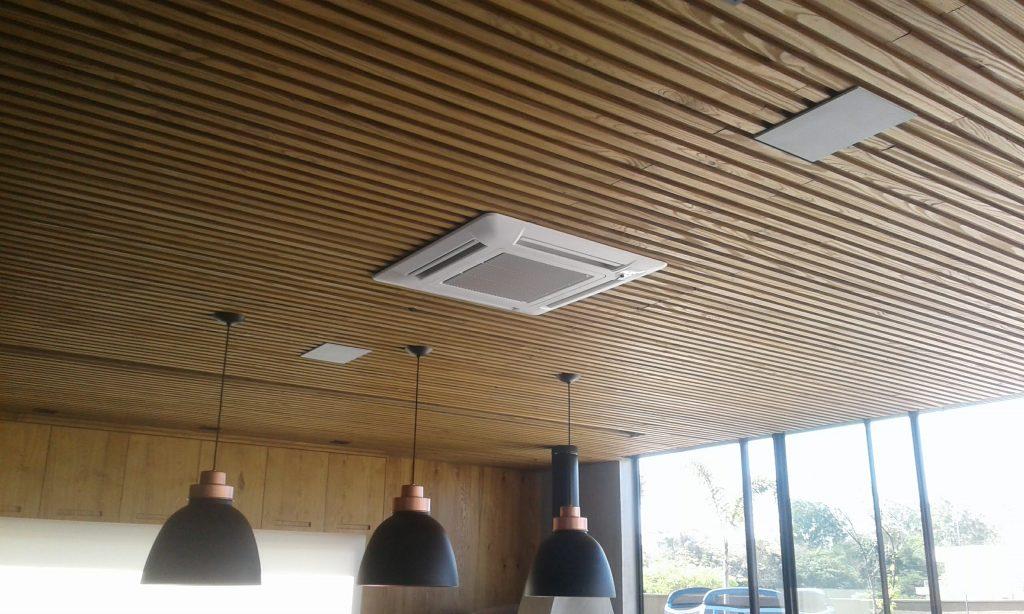 ripado de madeira carbonizada para teto