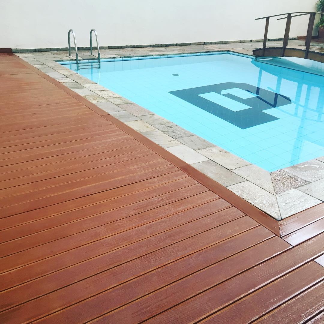 Deck ecol gico para piscina em sp revestimento em madeira - Scalda piscina ecologico ...