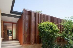 Fachada de madeira cumaru